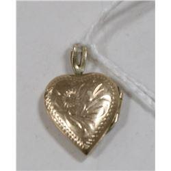 10 KT GOLD HEART PENDANT