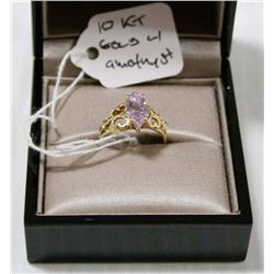 10 KT GOLD RING WITH CENTRE CUT AMETHYST
