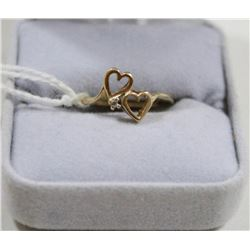 10 KT GOLD AND DIAMOND HEART RING SIZE 5.75