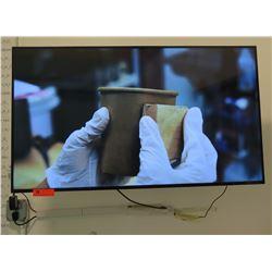 Samsung HDMI Flat Screen TV BN68-07325A-00 w/ Wall Mount