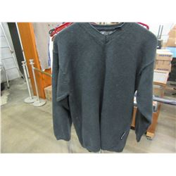 LEVIS STRAUS KNIT SWEATER (SIZE SMALL)
