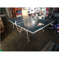 9 X 5 FOOT FOLDING PINGPONG TABLE WITH NET AND PADDLES