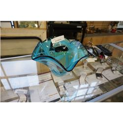 VINTAGE ART GLASS CENTER BOWL 12 INCH DIAMETER