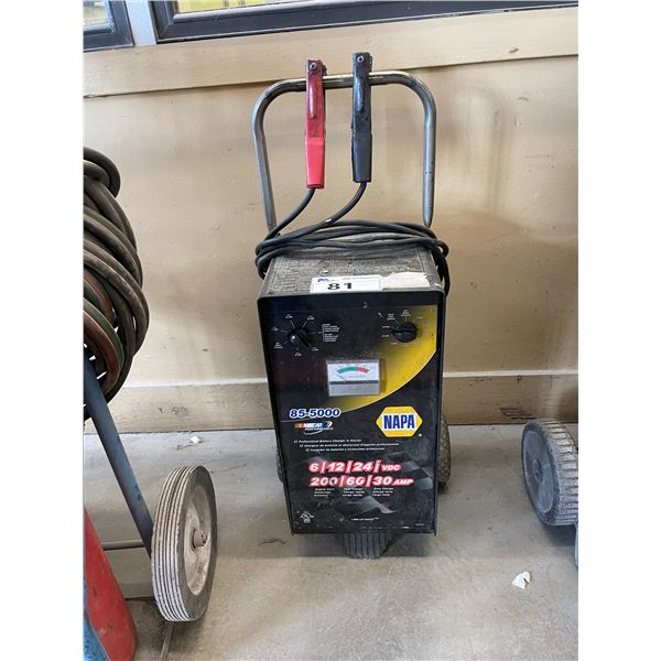 NAPA 85-5000 MOBILE INDUSTRIAL BATTERY CHARGER AND SNAP-ON MOBILE WORK STOOL