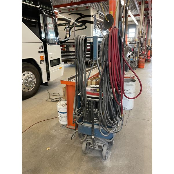 MILLER DIALARC 400 AC/DC CONSTANT CURRENT ARC WELDING POWER SOURCE WITH GROUND AND WAND