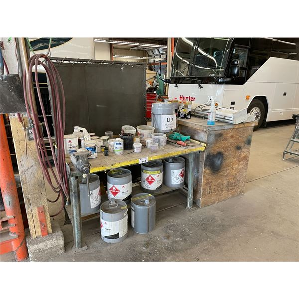 METAL WORK BENCH WITH VICE, ROLL OF INDUSTRIAL PAPER, BI-FOLD WELDING SCREEN, LIGHTS AND ASSORTED