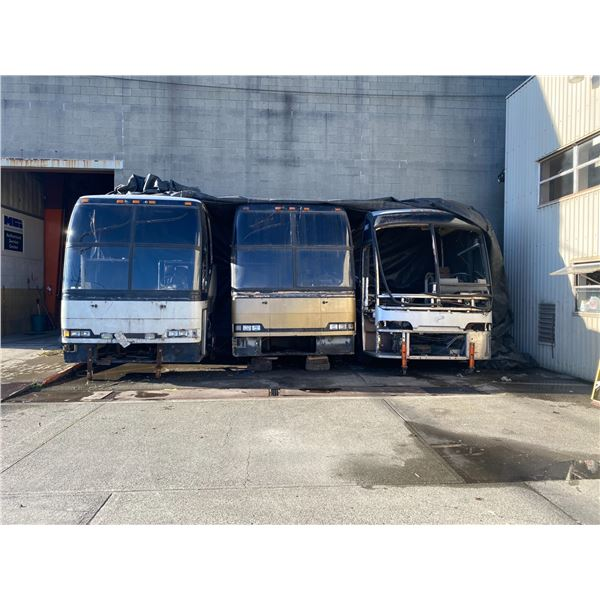 BEIGE PREVOST H3 MODEL BUS FRONT END CLIP WITH WINDSHIELD, LIGHTS AND FRONT AXLE WITH WHEELS