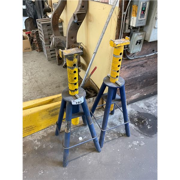4 LARGE INDUSTRIAL JACK STANDS & 2 YELLOW VEHICLE RAMPS