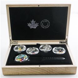 Warner Brothers - Looney Tunes Collector  Watch and 4 Coin Set, SOLD OUT, With  Collector Case