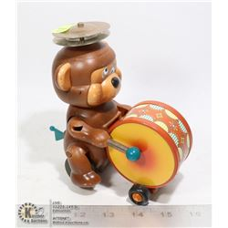 VINTAGE DRUMMING BEAR TOY WITH PULL BACK ACTION