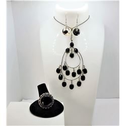 21)  SET OF BLACK AGATE AND SILVER TONE