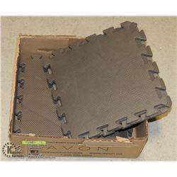 BOX WITH 10 GRAY INTER-LOCKING FOAM