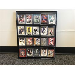 NO RESERVE FRAMED COLLECTION OF 20 HOCKEY CARDS
