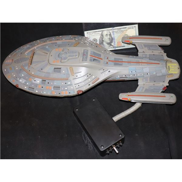 STAR TREK VOYAGER MODEL TOY SHIP PROP RIGGED FOR COMMERCIAL OR PROMOTIONAL USE