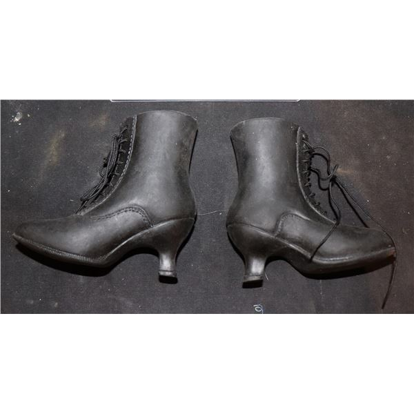 SEED OF CHUCKY TIFFANY BOOTS SCREEN USED ON REVEAL PUPPET