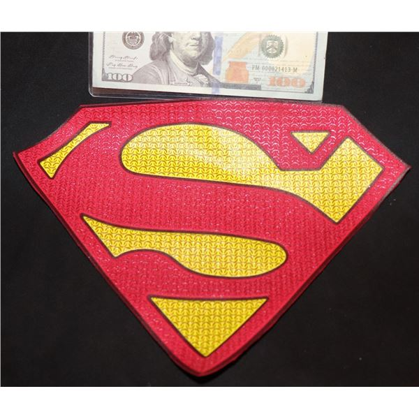 SUPERMAN & LOIS RED BACKED CHEST GLYPH