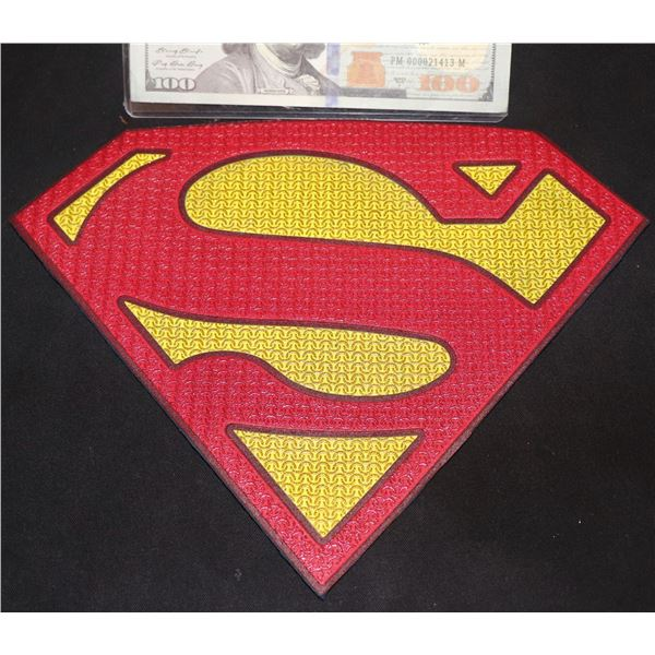 SUPERMAN & LOIS HERO MASTER CHEST GLYPH
