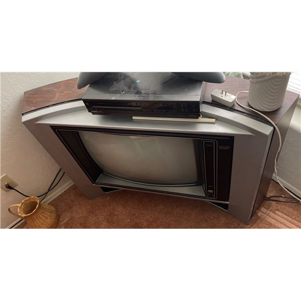 THE BRADY BUNCH TV SERIES SCREEN USED CORNER CONSOLE TELEVISION STILL WORKS!