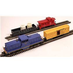 Lionel Diesel Switcher and 3 Cars  [133153]