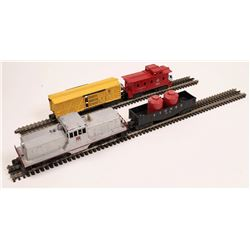 Lionel Diesel Switcher and 3 Cars  [133155]