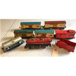 Lionel Wind-Up Locomotive, Tender and 7 Cars  [133234]