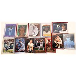 A Small Mix of Baseball Cards (12)  [131126]