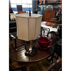 METAL TABLE LAMP AND TEACUP VASE
