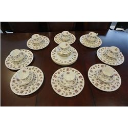 ROYAL ALBERT SWEET VIOLETS MADE IN ENGLAND 5 PIECE 8 PLACE SETTING W/ 4 EXTRA PLATES, 4 EXTRA BOWLS,