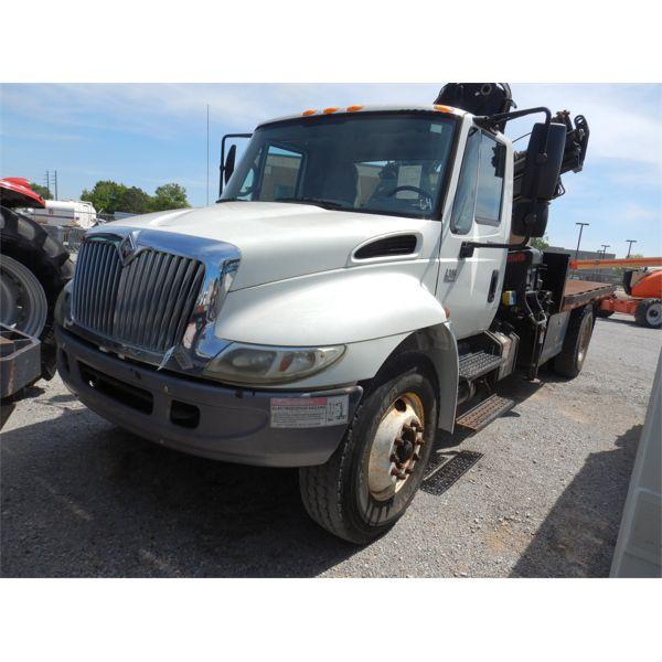 2005 INTERNATIONAL 4300 Boom / Crane Truck