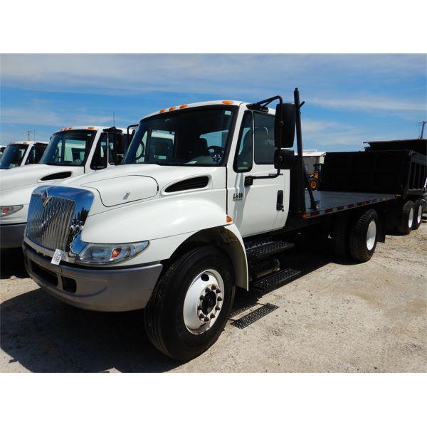 2007 INTERNATIONAL 4400 Flatbed Truck