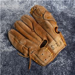 Journey to the Center of the Earth (2008) – Max Anderson's Vintage Baseball Mitt - A737