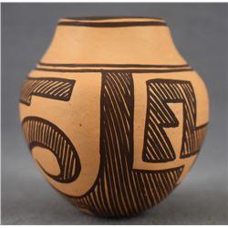 ZUNI INDIAN POTTERY JAR ( JENNIE LAATE)