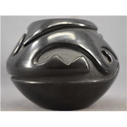 SANTA CLARA INDIAN POTTERY JAR (STELLA CHAVARRIA)