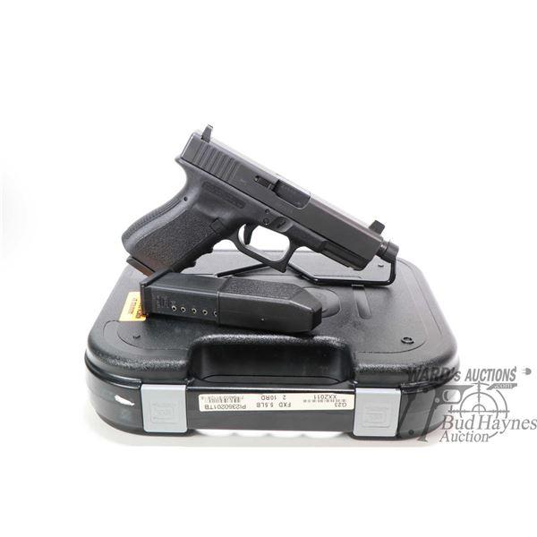 Restricted handgun Glock model 23, .40 S&W ten shot semi automatic, w/ bbl length 116mm [Black finis