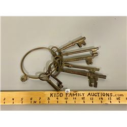 LOT OF SKELETON KEYS - VARIOUS SIZES