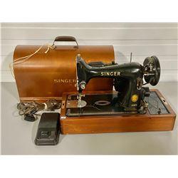 ANTIQUE PORTABLE SINGER SEWING MACHINE W/ WOOD CASE & KEY