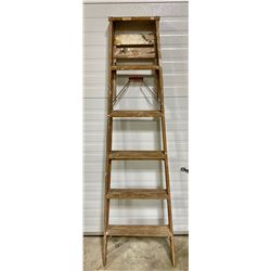 6' WOODEN STEP LADDER