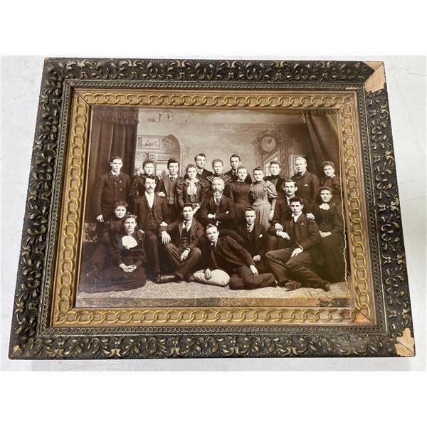 ANTIQUE FRAMED FAMILY PHOTGRAPH