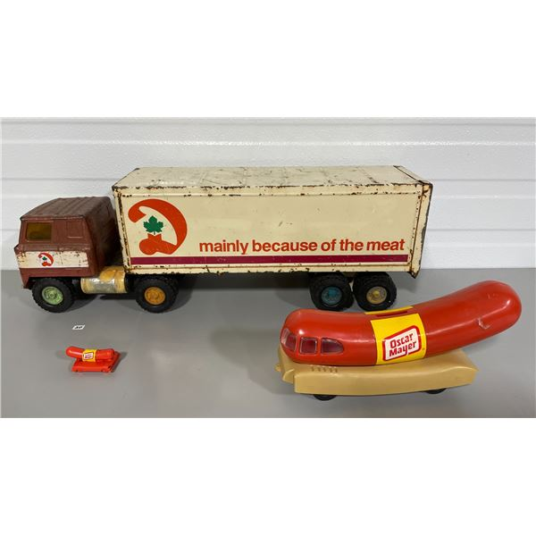 LOT OF 3 ERTL DOMINION TRUCK, OSCAR MAYER BANK AND WHISTLE