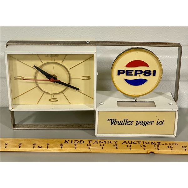 VINTAGE PEPSI CLOCK - WORKING