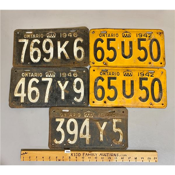 LOT OF ONTARIO LICENCE PLATES - 1942 PAIR & 3 X 1946