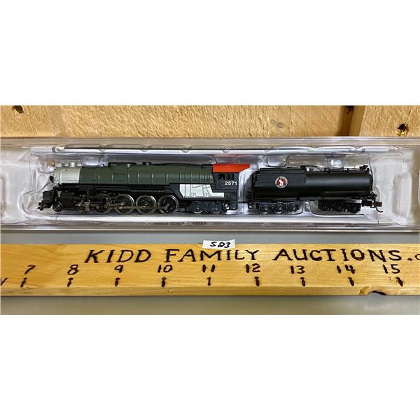 NEW N SCALE ENGINE AND TENDER GREAT NORTHERN RAILWAY