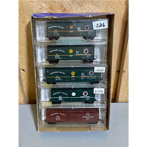 LOT OF NORTHERN PACIFIC RAILROAD CARS - N SCALE - AS NEW
