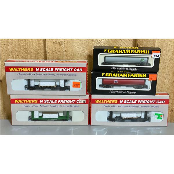 LOT OF 5 - N SCALE TRAIN CARS W/ TEXACO & BP ADVERTISING - AS NEW