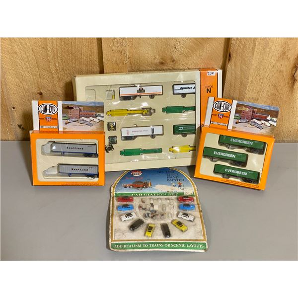 LOT OF N SCALE RAILROAD CARS & ACCESSORIES
