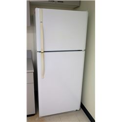 Sears Top Freezer Refrigerator  Model 523.6419240D