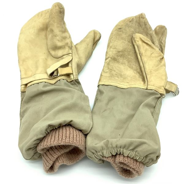 Pair of Trigger Mitts, Large