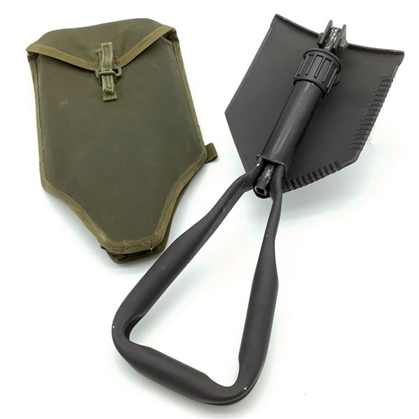 Canadian Military Entrenching Tool W Pouch
