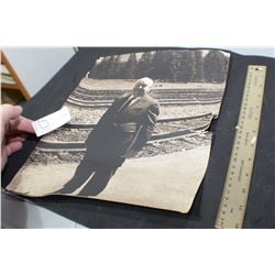 OLD / POOR ALFRED HITCHCOCK PHOTOGRAPH