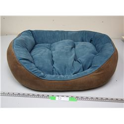 DOG BED (HAS RIP ON BOTTOM)